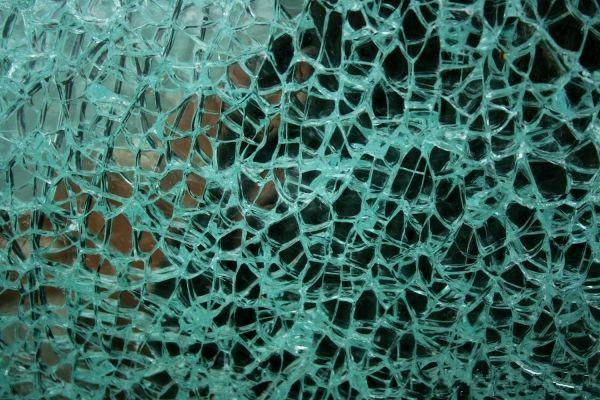 钢化玻璃自爆